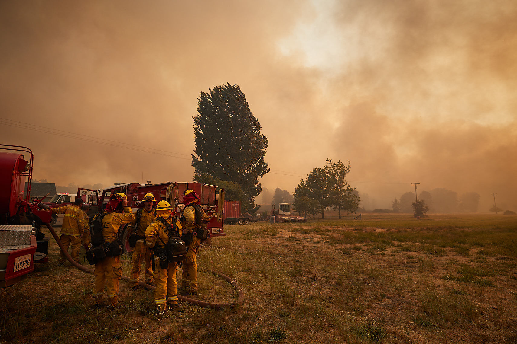 Firefighters regroup to battle wind-driven flames
