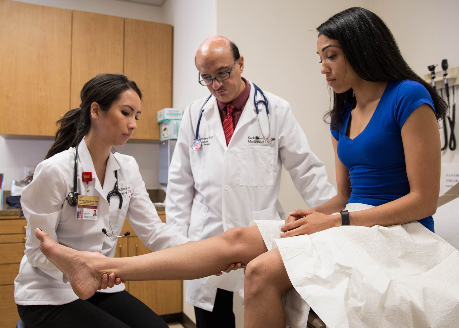 USC Physician Assistant Student Examines Patient